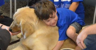 menino-autista-cachorro-inclusao